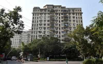 Gallery Cover Image of 1385 Sq.ft 3 BHK Apartment for buy in Ridgewood Estate, DLF Phase 4 for 14900000