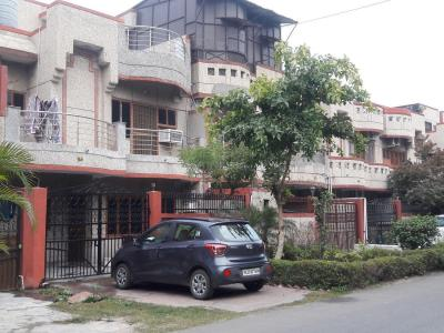Gallery Cover Image of 2300 Sq.ft 3 BHK Villa for rent in Swarnim Vihar, Sector 82 for 21000