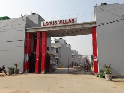 Gallery Cover Image of 1015 Sq.ft 2 BHK Independent Floor for buy in Renowned Lotus Villa Apartment, Noida Extension for 2800000