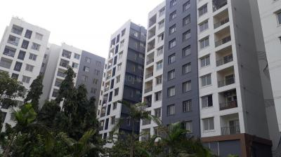 Gallery Cover Image of 1021 Sq.ft 2 BHK Apartment for rent in Ambuja Udvita, Bagmari for 20000