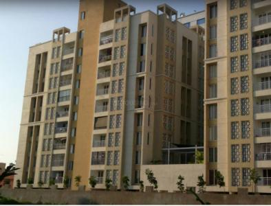 Gallery Cover Image of 1800 Sq.ft 3 BHK Apartment for rent in Appaswamy Citysquare, Perungudi for 35000