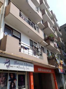 Gallery Cover Image of 620 Sq.ft 1 BHK Apartment for rent in Sukh Sagar Apartment, Sector 72 for 7000