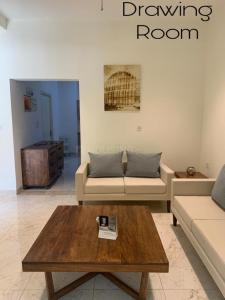 Gallery Cover Image of 2670 Sq.ft 3 BHK Villa for buy in Mansarovar for 12500000