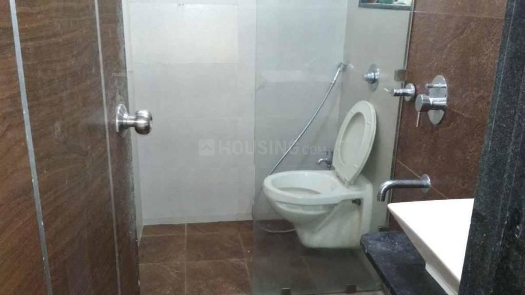 Common Bathroom Image of 600 Sq.ft 2 BHK Apartment for rent in Borivali East for 32000