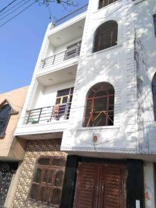 Gallery Cover Image of 630 Sq.ft 2 BHK Independent House for rent in Ashok Vihar Phase III Extension for 8500