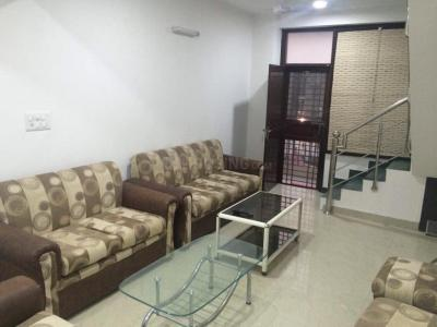 Gallery Cover Image of 1100 Sq.ft 2 BHK Apartment for rent in Vasant Kunj for 45000