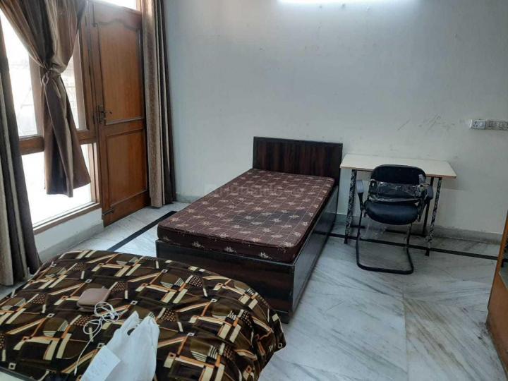 पटेल नगर में गुदस्ते पीजी के बेडरूम की तस्वीर