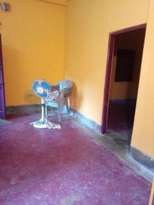 Gallery Cover Image of 900 Sq.ft 2 BHK Independent Floor for rent in Tiljala for 9000