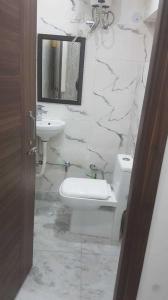 Bathroom Image of Aroara in Rajinder Nagar