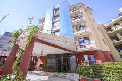 Gallery Cover Image of 1100 Sq.ft 1 BHK Apartment for rent in Sector 39 for 35000
