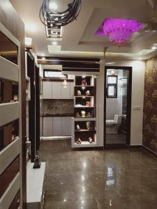 Gallery Cover Image of 500 Sq.ft 1 BHK Independent Floor for rent in RWA Om Vihar, Uttam Nagar for 6200
