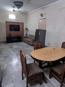 Gallery Cover Image of 1250 Sq.ft 3 BHK Villa for rent in Sector 26 for 26000