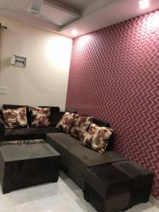 Gallery Cover Image of 910 Sq.ft 2 BHK Independent Floor for buy in Vihaan Homes, Noida Extension for 2200000