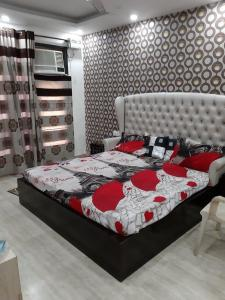 Gallery Cover Image of 2700 Sq.ft 4 BHK Independent Floor for buy in Mansarover Garden for 33000000