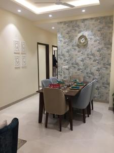 Gallery Cover Image of 1090 Sq.ft 2 BHK Apartment for buy in Ecotech III for 1980000