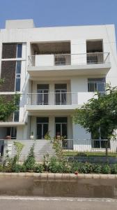Gallery Cover Image of 1370 Sq.ft 3 BHK Independent Floor for buy in Sector 82 for 7400000