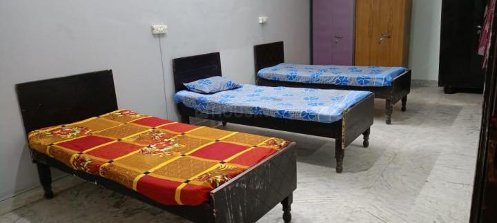 सेक्टर 27 में गर्ल्स पीजी नोएडा के बेडरूम की तस्वीर