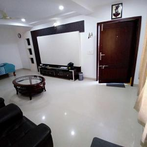 Gallery Cover Image of 2300 Sq.ft 3 BHK Apartment for rent in Madhapur for 47000