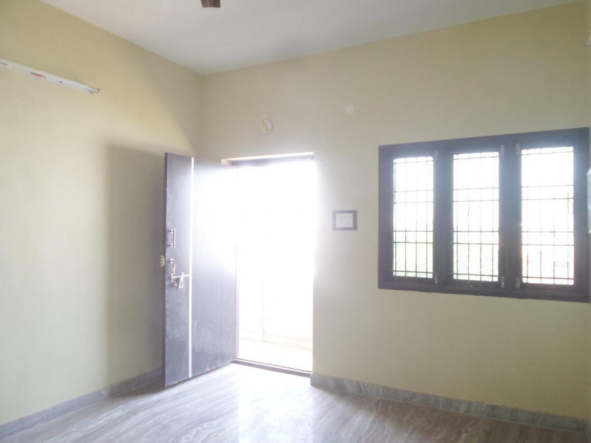 Living Room Image of 780 Sq.ft 2 BHK Apartment for rent in Puzhal for 8000