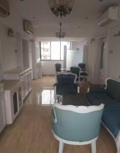 Gallery Cover Image of 720 Sq.ft 1 BHK Apartment for rent in Shalimar, Marine Lines for 90000