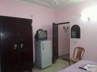 Gallery Cover Image of 300 Sq.ft 1 RK Apartment for rent in DLF Phase 3 for 10000