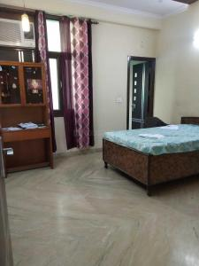Gallery Cover Image of 650 Sq.ft 1 RK Independent House for rent in Sector 46 for 12000