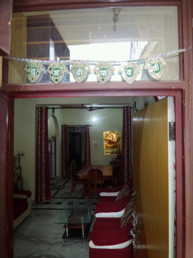 Main Entrance Image of 900 Sq.ft 2 BHK Apartment for buy in Shastri Nagar for 3500000