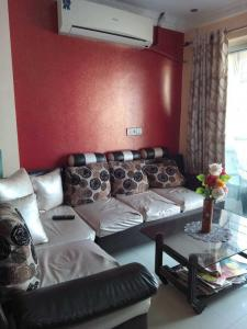 Gallery Cover Image of 817 Sq.ft 2 BHK Apartment for rent in Raja Bazar for 32000