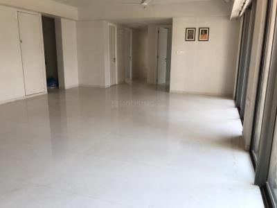Gallery Cover Image of 1703 Sq.ft 4 BHK Apartment for rent in Bandra East for 210000
