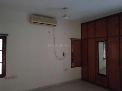 Gallery Cover Image of 2200 Sq.ft 3 BHK Apartment for rent in Banjara View Apartment, Banjara Hills for 33000