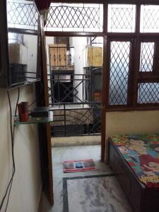 Gallery Cover Image of 1500 Sq.ft 1 BHK Apartment for rent in Mehrauli for 6500
