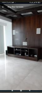 Gallery Cover Image of 2500 Sq.ft 4 BHK Apartment for rent in Prabhadevi for 500000