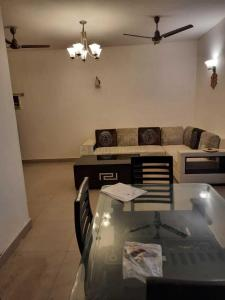 Gallery Cover Image of 1600 Sq.ft 3 BHK Apartment for buy in Hewo Apartments II, Sector 56 for 11500000