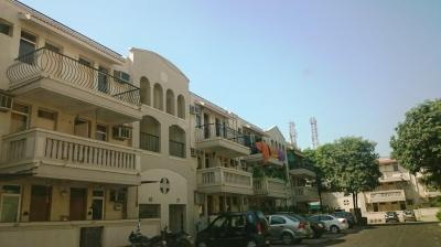 Gallery Cover Image of 1500 Sq.ft 3 BHK Apartment for rent in Sector 54 for 50000