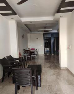 Gallery Cover Image of 1350 Sq.ft 3 BHK Independent Floor for buy in sunder apartment, Paschim Vihar for 12500000