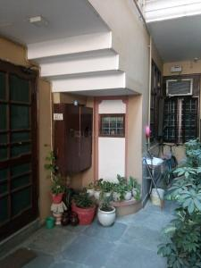 Gallery Cover Image of 2000 Sq.ft 8 BHK Villa for rent in Niti Khand for 30000
