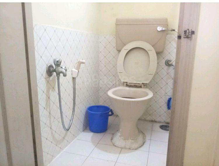 Common Bathroom Image of 900 Sq.ft 2 BHK Independent House for rent in Padmanabhanagar for 15000
