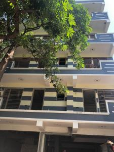 Gallery Cover Image of 1350 Sq.ft 3 BHK Apartment for buy in Palam Vihar Extension for 6600000