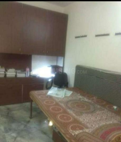 पंजाबी बाग में श्री हेम पीजी के बेडरूम की तस्वीर