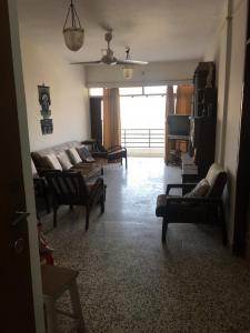 Gallery Cover Image of 1100 Sq.ft 2 BHK Apartment for buy in Bandra West for 46500000