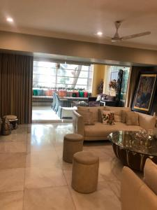 Gallery Cover Image of 1850 Sq.ft 4 BHK Apartment for rent in Bandra West for 400000