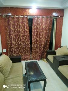 Gallery Cover Image of 610 Sq.ft 1 BHK Apartment for rent in Shree Vallabh Tower, Malad West for 32000