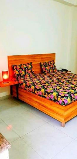 सुशांत लोक आई में क्लाउडनाइन होम्स के बेडरूम की तस्वीर