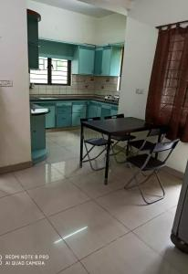 Gallery Cover Image of 1350 Sq.ft 2 BHK Apartment for rent in Madhapur for 30000