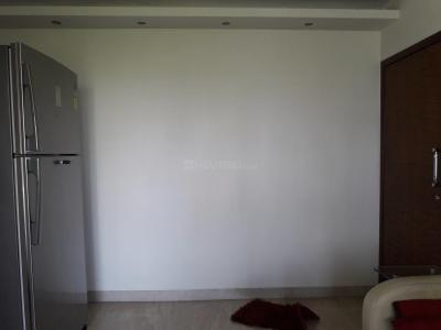Gallery Cover Image of 900 Sq.ft 1 BHK Apartment for buy in Prabhadevi for 35000000