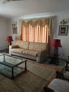 Gallery Cover Image of 5000 Sq.ft 3 BHK Independent Floor for rent in Banjara Hills for 85000