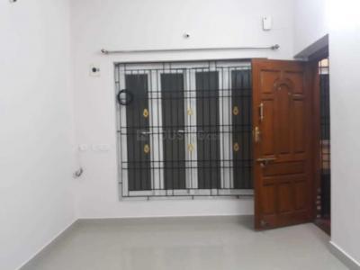 Gallery Cover Image of 900 Sq.ft 2 BHK Apartment for rent in Cholamandhal Srivari Flats, Mudichur for 20000