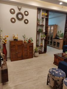 Gallery Cover Image of 1800 Sq.ft 3 BHK Apartment for rent in Panchsheel Pratishtha, Sector 75 for 32000