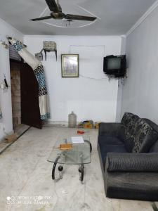 Gallery Cover Image of 500 Sq.ft 1 BHK Independent Floor for rent in Uttam Nagar for 12000