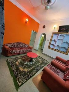Gallery Cover Image of 650 Sq.ft 2 BHK Apartment for rent in Mathikere for 15000